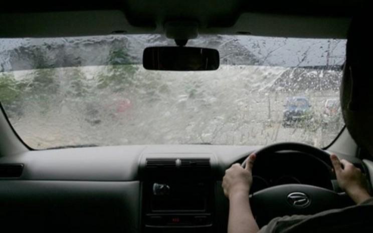 Melaju secara perlahan dan konstan. Pilihlah asuransi mobil yang menyediakan garansi jika ada masalah dalam perbaikan mobil Anda.  ADM