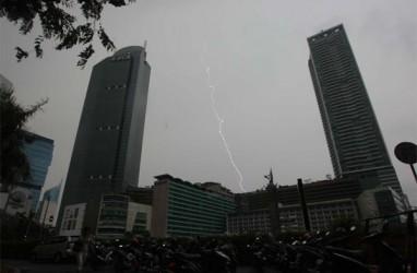 BMKG: Waspada Hujan Disertai Kilat dan Angin Kencang di DKI Siang Ini