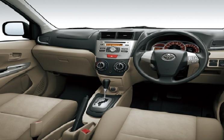 Ilustrasi kabin pengemudi Toyota Avanza transmisi otomatis atau matic.  - Auto2000