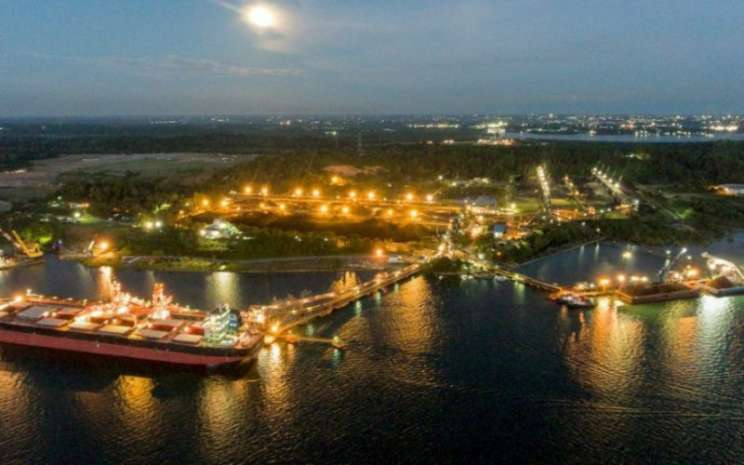 Aktivitas di pelabuhan PT Bayan Resources Tbk. Istimewa