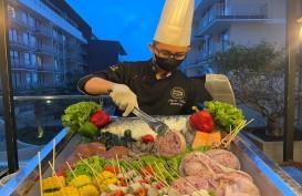 Pesta Barbeque Berlatar Pemandangan Indah Kota Batu