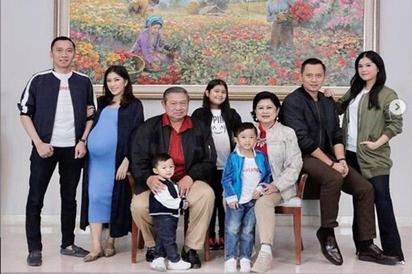 Susilo Bambang Yudhoyono dan Ani Yudhoyono bersama anak, menantu dan cucunya. - Instgaram @aniyudhoyono
