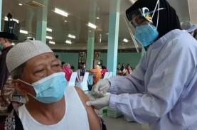Polda Kalteng Vaksinasi 2.000 Pedagang dan Lansia…