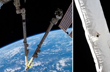 Stasiun Luar Angkasa Internasional Ditabrak Puing-puing Orbit