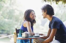 4 Tanda Orang yang Anda Dekati Menyukai Balik