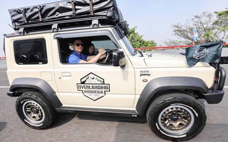 Agus Harimurti Yudhoyono (AHY) mengendarai Suzuki Jimny bersama Annisa Pohan.  - Twitter @AgusYudhoyono