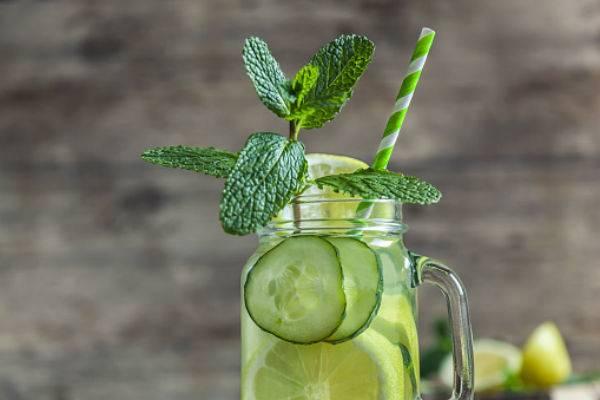 Ilustrasi minuman detoks infused water - timesofindia