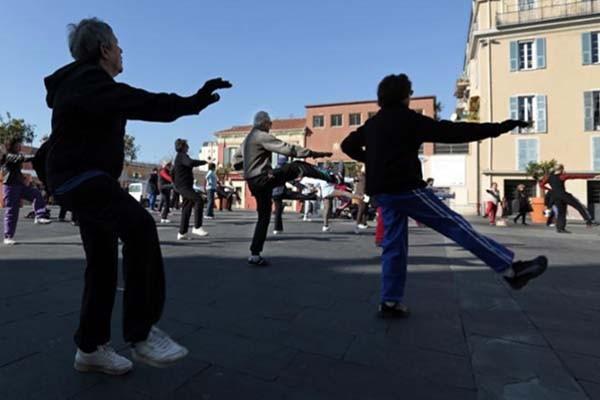 Ilustrasi olahraga taichi - Reuters/Eric Gaillard