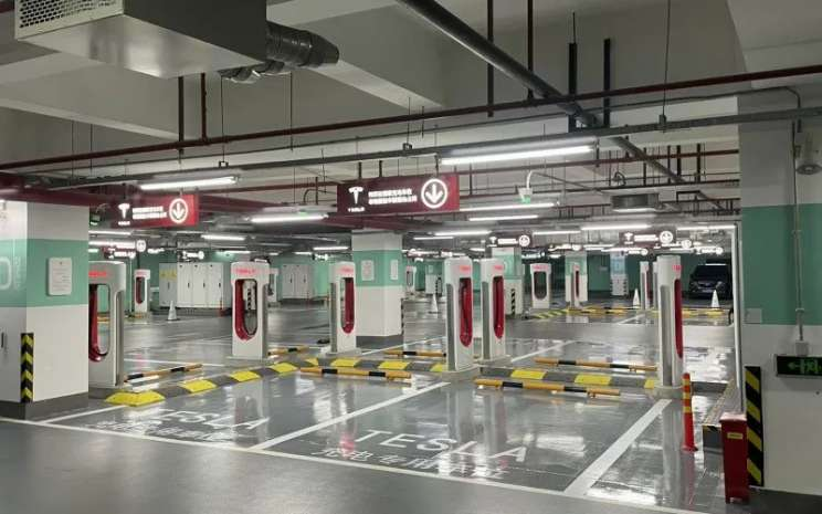Stasiun supercahrger Tesla di China.  - Antara/twitter@JayInShanghai