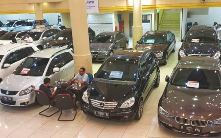 Ilustrasi tempat penjualan mobil bekas.  - Antara/Chairul Rohman