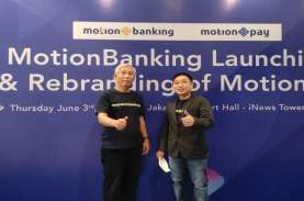 Kenakan Kaos MotionBanking, Lo Kheng Hong Foto Bareng…