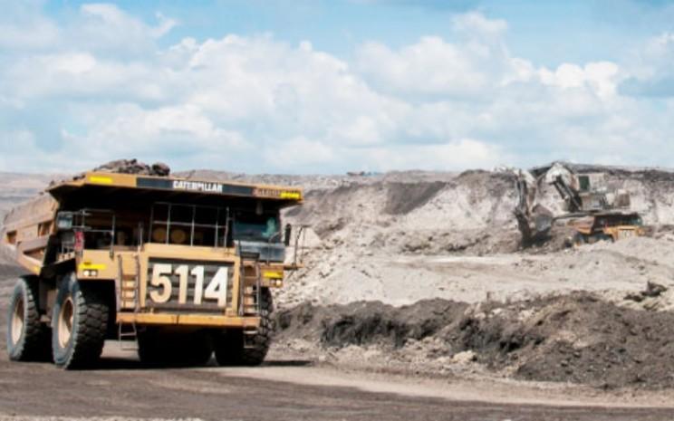 Kegiatan operasional di tambang batu bara yang dikelola oleh PT Harum Energy Tbk. - harumenergy