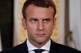 Apes! Presiden Macron Ditampar Saat Jalan-jalan di…