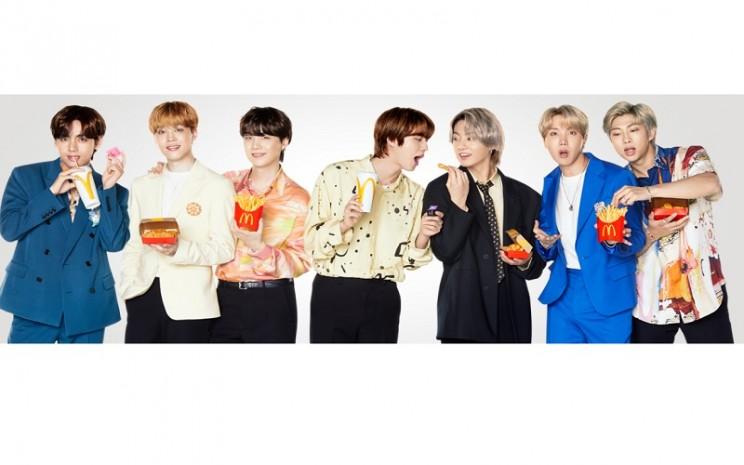 BTS, Kpop Idol asal Korea Selatan, merilis menu kolaborasi dengan McDonalds, yaitu BTS Meal - Twitter: Mcdonalds_ID\\r\\n