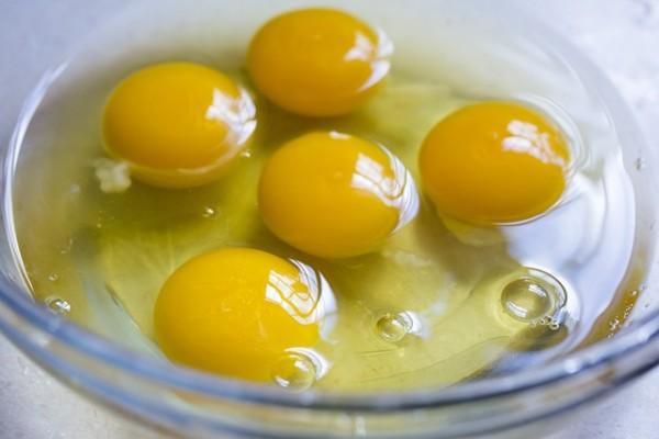 Kuning dan putih telur. - Istimewa