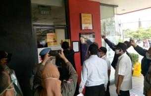 Antrean Membeludak, 2 Gerai McDonald's di Kota Bandung Disegel Satpol PP