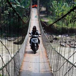 Jembatan Gantung Kantalarang di Bogor Kembali Bisa Dilewati