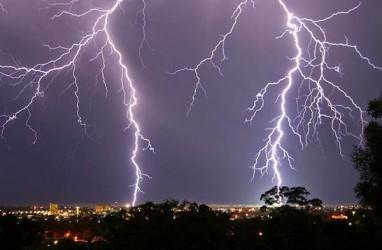 Cuaca Jabodetabek, BMKG: Waspada Hujan Lebat Disertai Petir Siang Ini