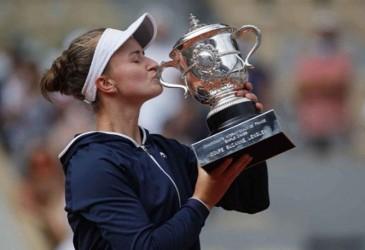 Krejcikova Juara Prancis Terbuka, Penghormatan bagi Jana Novotna