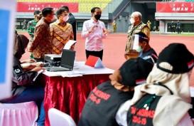 Jokowi Tinjau Vaksinasi di Bekasi, Wali Kota Targetkan 10 Ribu Orang Disuntik Sehari