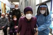 Korsel Mulai Vaksinasi Pekerja Esensial Berusia 30 Tahun ke Bawah
