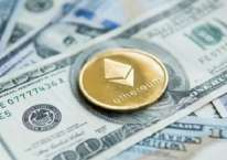 Ilustrasi mata uang kripto Ethereum di atas tumpukan dolar AS./ANTARA FOTO-Shutterstock/pri.