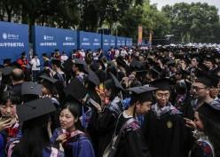 11.000 Mahasiswa di Wuhan China Wisuda Akbar Tanpa Masker dan Jaga Jarak