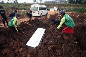 Pemakaman Jenzah Pasien Covid-19 di TPU Jombang Meningkat 100 Persen