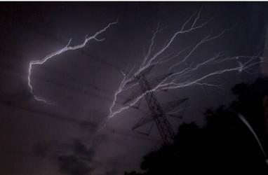 Cuaca Jakarta 19 Juni, Hujan Disertai Kilat dan Angin Kencang di Jaksel dan Jaktim