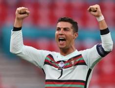 Cristiano Ronaldo Catat Rekor Orang Pertama di Dunia dengan 300 Juta Pengikut di Instagram