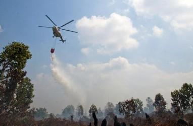 Atasi Karhutla, BPBD Riau Terbangkan 2 Helikopter Bom Air
