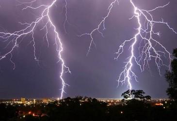 Cuaca DKI 23 Juni, BMKG: Waspada Hujan Berdurasi Singkat dan Petir