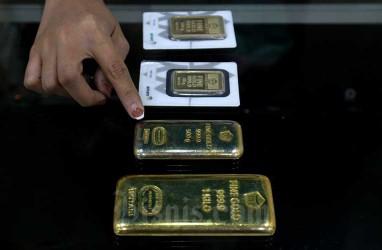 Jelang Pernyataan Powell, Harga Emas Global Ditutup Melemah