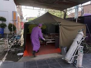 Rumah Sakit Penuh, Pasien Covid-19 di Batang Dirawat di Tenda Darurat