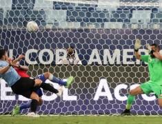 Copa America : Status Bunuh Diri Vidal Dicabut, Gol Milik Luis Suarez