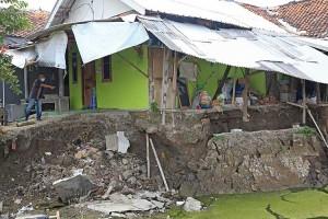 Sejumlah Rumah di Indramayu Terancam Longsor Akibat Pergerakan Tanah