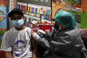 Polrestabes Surabaya Gelar Vaksinasi di Dari Kampung ke Kampung