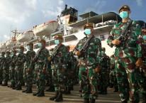 Sejumlah prajurit Komponen Cadangan (Komcad) Kodam XII/Tanjungpura mengikuti upacara pemberangkatan latihan pembulatan di Pelabuhan Dwikora, Pontianak, Kalimantan Barat./Antara.