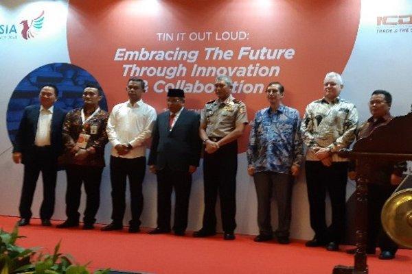 Pembukaan acara dengan pemukulan gong oleh Komisaris Utama BKDI Said Aqil Siroj, di Jakarta, Senin (26/11/2018).