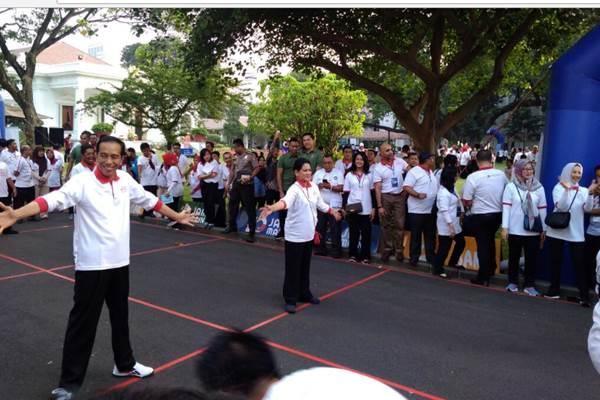 Populerkan Lagi Permainan Tradisional Jokowi Ingatkan Anak Tidak Main Handphone Terus Kabar24 Bisnis Com
